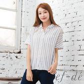 【ef-de】激安 薄透排釦直條紋休閒款襯衫(白/藍)