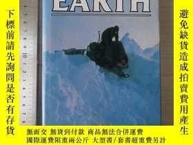 二手書博民逛書店To罕見the end of the earth 英文原版 精裝
