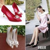 新款婚鞋細跟高跟鞋女新款尖頭紅色淺口鞋方扣水鉆單鞋女 DR18728【彩虹之家】