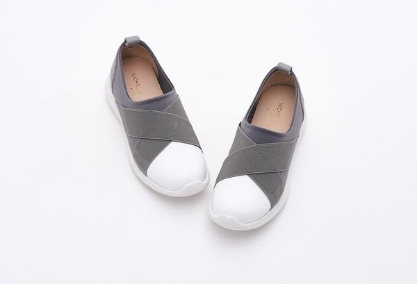 MICHELLE PARK 輕鬆時尚交叉造型真皮超輕平底休閒鞋-灰