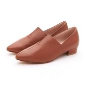 MICHELLE PARK 現代印象 尖頭微V口真皮低跟休閒女鞋-棕色