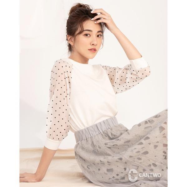 【南紡購物中心】CANTWO綁帶拼接愛心柔紗氣泡袖上衣(共二色)