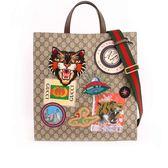 【GUCCI】Courrier旅行系列GG Supreme徽章二用包(咖啡)474084 K9RNT 8967