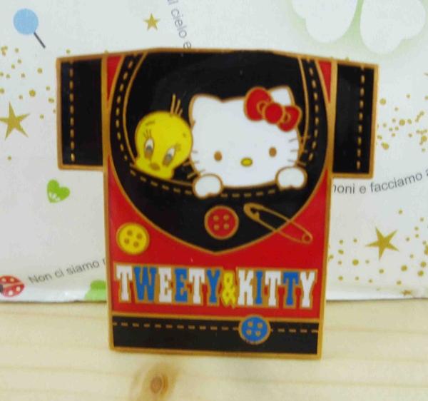 【震撼精品百貨】Hello Kitty 凱蒂貓~KITTY&TW徽章-黑紅