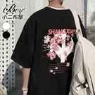 男短T恤 韓版櫻花樹印花寬版落肩五分短袖上衣【NL9596-T300】