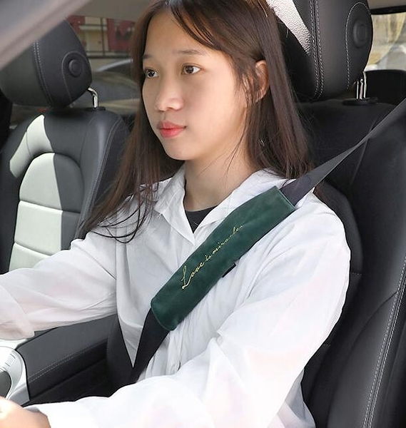 汽車護肩 汽車安全帶護肩套一對柔軟毛絨可愛車用保險帶防磨保護套【快速出貨好康8折】