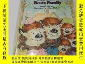 二手書博民逛書店The罕見Little brute Family(英文)Y200