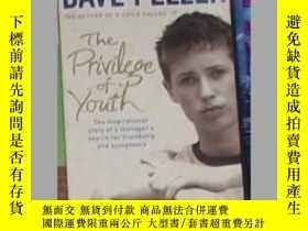 二手書博民逛書店英文原版罕見The Privilege of Youth by