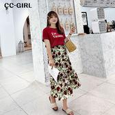 中大尺碼 字母T恤上衣+玫瑰印花杏色長裙 兩件式套裝 - 適XL~4L《 68270 》CC-GIRL
