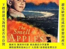 二手書博民逛書店Smell罕見of Apples 英文原版-《蘋果的滋味》Y27