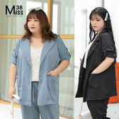 Miss38-(現貨)【A05831】大尺碼西裝外套 可反褶七分袖 時尚薄款中長版 開扣翻領-中大尺碼女裝
