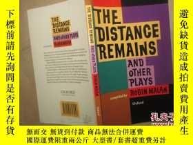 二手書博民逛書店The罕見Distance Remains and Other