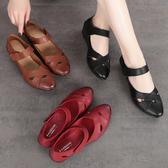 夏季新款媽媽涼鞋休閒軟底中老年透氣老人鞋中年平跟防滑外穿女鞋