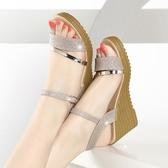 厚底涼鞋春夏季女鞋坡跟涼鞋女平底高跟鞋百搭粗跟防滑厚底魚嘴學生鞋子潮春季特賣
