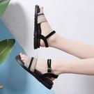 2020夏季新款一字式扣帶涼鞋女仙女風平底學生厚底羅馬沙灘溫柔鞋