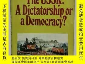 二手書博民逛書店The罕見USSR:A Dictatorship or Demo