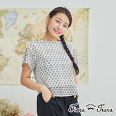 【Tiara Tiara】圓下襬鏤空花網短袖上衣(白/黑) 新品穿搭