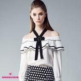 【SHOWCASE】氣質荷葉領露肩綁帶領結雪紡上衣(白)