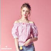 【SHOWCASE】一字領露肩條紋繡花拋袖前釦綁帶上衣(粉色)