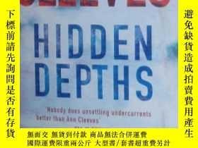 二手書博民逛書店原版英文書《罕見Hidden Depths 》by Ann Cl