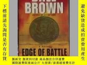 二手書博民逛書店英文原版罕見Edge of Battle by Dale Bro