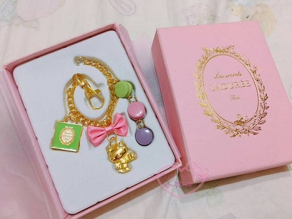 ♥小花花日本精品♥Hello kitty凱蒂貓品牌合作LADUREE造型吊飾鑰匙圈金色蝴蝶結甜點送人禮物58912706