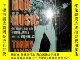 二手書博民逛書店Me,罕見the Mob, and the Music: One