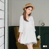 OB嚴選《AB2384-》素色鏤空蕾絲造型開衩領長版寬鬆棉感上衣.2色--適 M~XL