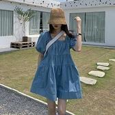 牛仔洋裝 法式方領褶皺牛仔連身裙夏季新款女裝裙子寬鬆顯瘦氣質短裙潮