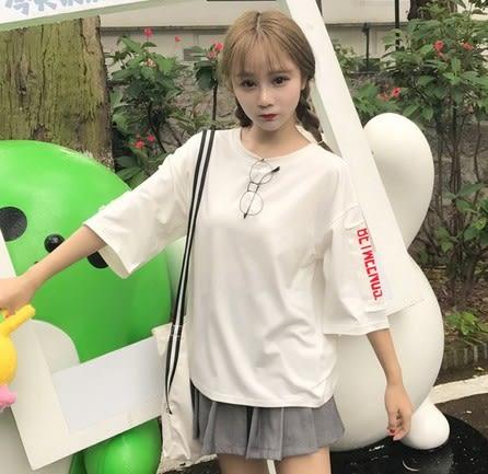 EASON SHOP(GU6543)袖子貼布英文字母落肩七分袖圓領短袖T恤內搭衫女上衣服素色白棉T春夏裝韓版寬鬆
