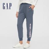 Gap女裝 Logo簡約風格鬆緊休閒褲 621125-湖藍色