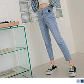 含棉彈力牛仔愛心刺繡排釦窄管八分長褲 OB嚴選《BA6357-》