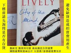 二手書博民逛書店PENELOPE罕見LIVELY City of the MindY15335