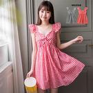 0424 帶點復古甜美的洋裝,側邊拉鍊式設計,胸前扭轉小鏤空的設計帶點小性感。