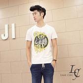 男 短袖T恤【L'AME CHIC】韓國英倫休閒圓領立體3D圖騰印花窄版短袖TEE【IA022818】