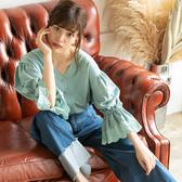 東京著衣-夢展望-V領緞面蕾絲拼接上衣-M.L(4190083)