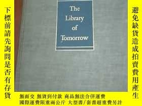二手書博民逛書店THE罕見LIBRARY OF TOMORROW(明天的圖書館)