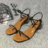 女涼鞋子復古涼鞋女學生新款中跟羅馬綁帶仙女粗跟一字鞋女 〖夢露時尚女裝〗