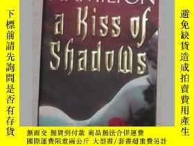 二手書博民逛書店英文原版罕見A Kiss of Shadows by 著Y140