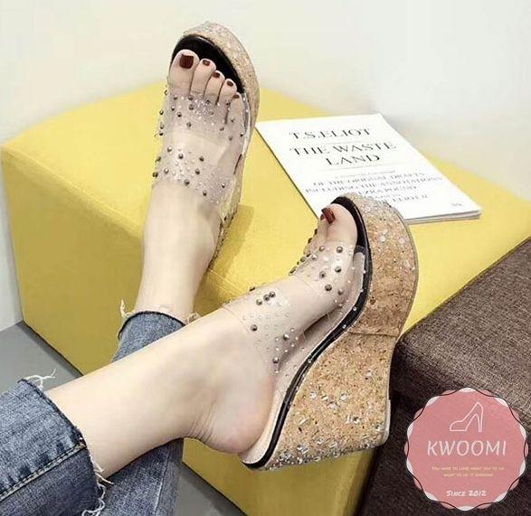 楔型拖鞋 五金點綴果凍華麗龐克風 楔型涼鞋*Kwoomi-A51