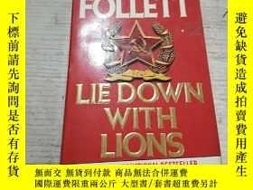 二手書博民逛書店LIE罕見DOWN WITH LIONS:和獅子一起躺下(外文)