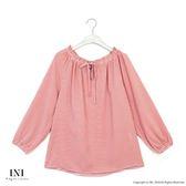 【INI】自在造型、綁繩領設計青春甜美上衣.粉色