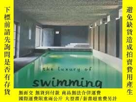 二手書博民逛書店孤本:《THE罕見LUXURY OF SWIMMING POOL