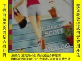 二手書博民逛書店英文原版罕見Stealing Heaven by Elizabe