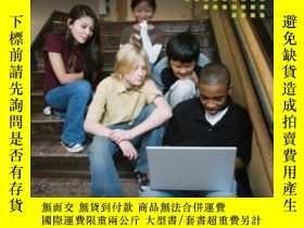 二手書博民逛書店Preparing罕見To Use Technology: A Practical Guide To Curric