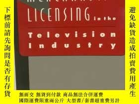 二手書博民逛書店Merchandise罕見Licensing in the Te