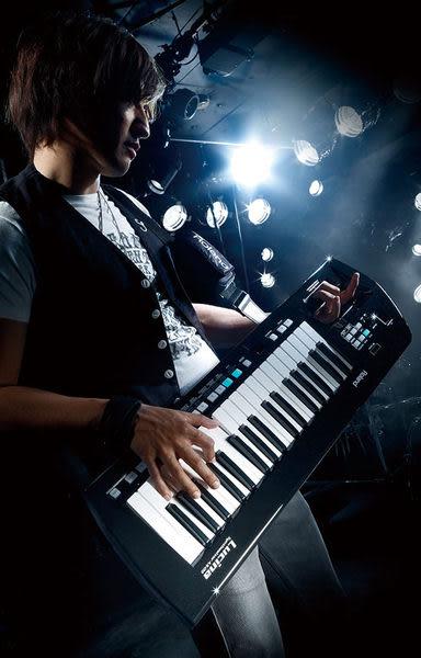 【敦煌樂器】ROLAND Lucina AX-09 肩背式合成器/在舞台上盡情揮灑自我表現