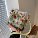 果凍包 包包2021新款潮網紅夏季草莓果凍透明包時尚水桶包女士側背斜背包 【618 狂歡】