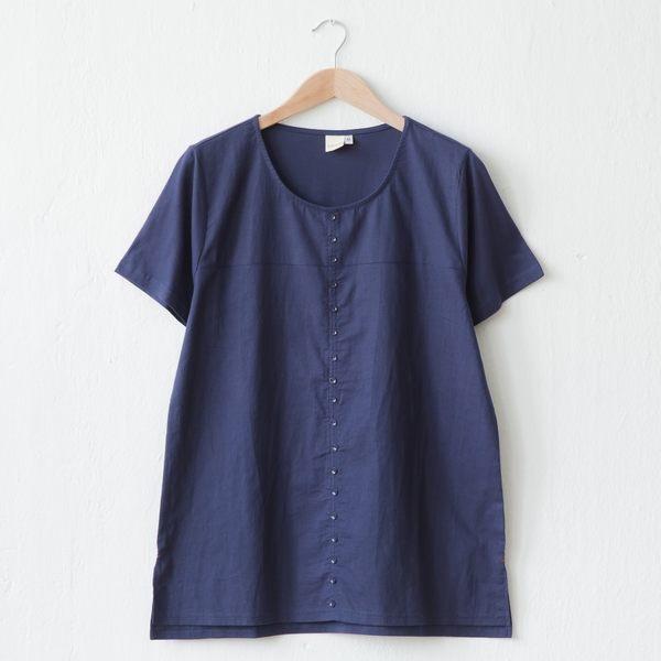 【衣大樂事】前麻多釦造型棉T