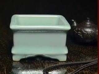 [協貿國際]  青瓷小號四方爐香爐!常用擺件 (1入)